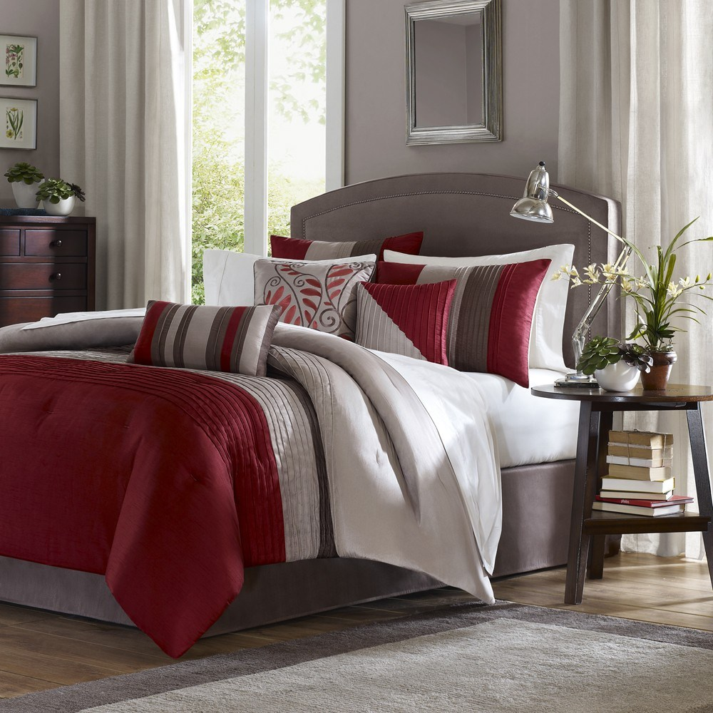 Red Queen Comforter Set
