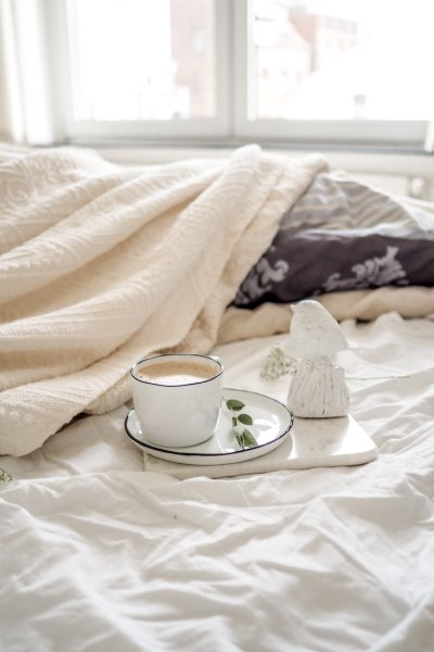My healthy morning routine to be productive and healthy! These morning habits make keep me alert and happy throughout the day. #morning #habits