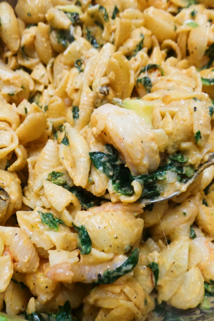Creamy pasta recipe with shrimp, spinach. This shrimp pasta with garlic is easy and delicious for dinner!