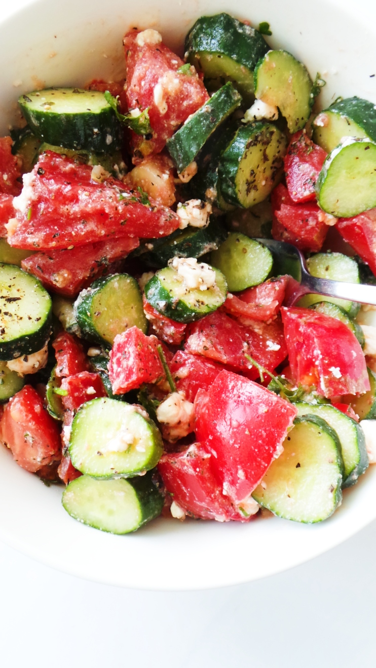 Tomato and cucumber salad - the best healthy salad for summer! This is a refreshing, delicious and easy side dish you can make in 5-10 minutes with basic ingredients!