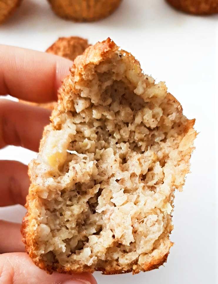 Healthy Banana Oatmeal Muffins! These healthy muffins are refined sugar-free, high-fiber, flourless and super nutritious! Great to meal prep for the week and an easy breakfast on the go! Also good as a snack or healthy dessert!