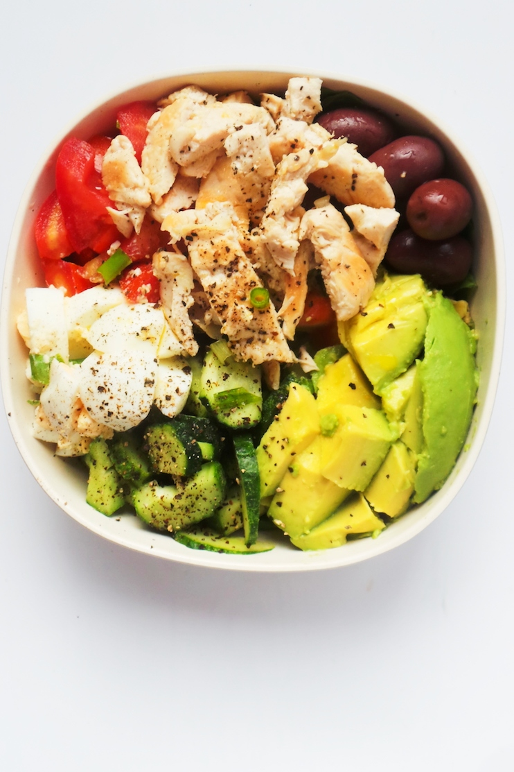Avocado Chicken Meal Prep Salad Bowls! This is a delicious and filling low carb chicken salad with chicken, egg, avocado, olives and fresh vegetables! Delicious, easy and healthy meal prep chicken reicpe!