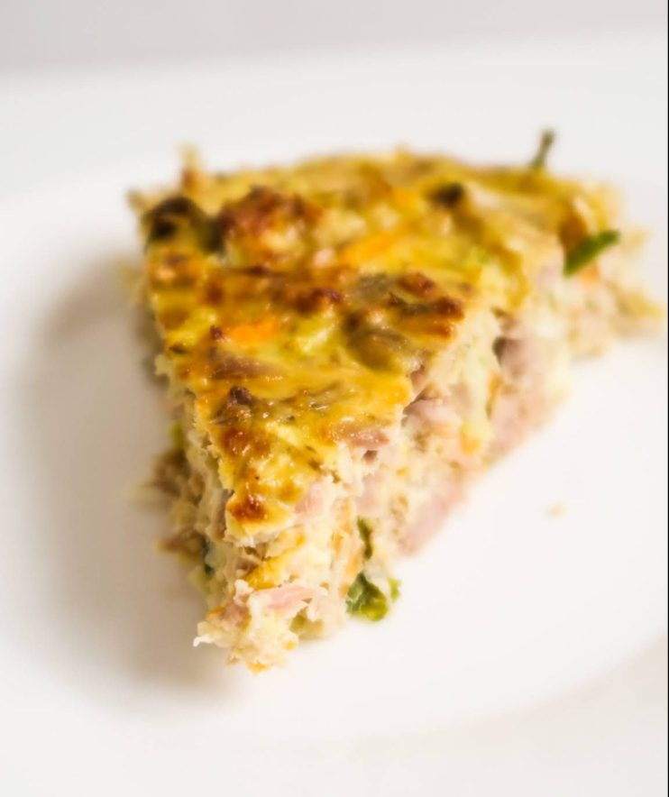 This crustless tuna breakfast quiche recipe is healthy, so easy to make and the perfect meal prep breakfast recipe. This quick and healthy savory breakfast idea is gluten free and also easily made low carb and dairy-free. Perfect easy canned tuna recipe and great for clean eating too!