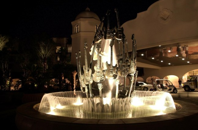 hard-rock-hotel-guitar-fountain-lr