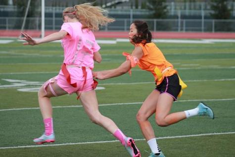 Sophomores and juniors win first round of Powderpuff
