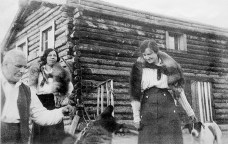 Lucile (back) at Scroggie Creek roadhouse, ca 1918. (Carol Young Family Collection)