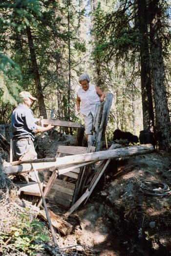 Vera Mattson and Bill Barrett Sr. revisit Togo's cabin in 2003. (Vera Mattson Family Collection)