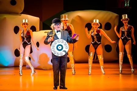 Cena do espetáculo 'Chacrinha, O Musical'