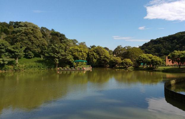O lago principal do hotel