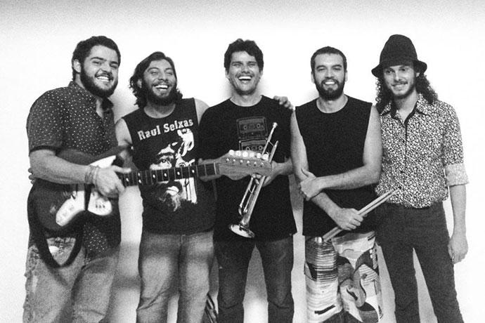 Jader Marques & Os Bauretes tocam Tim Maia