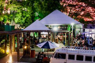 Biergarten Santo Lúpulo recebe feira de artes, com cervejas artesanais