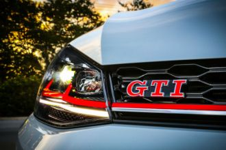 Volkswagen Golf GTI remodelado e mais potente