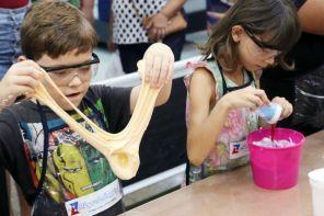 Oficina de slime faz parte da programação Riopreto Shopping Kids (Foto: Ricardo Boni)