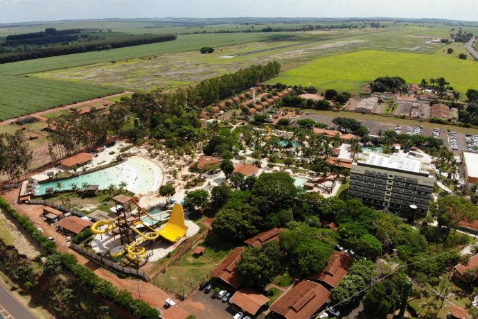 Imagem aérea de Barretos e do resort