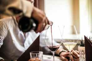 Taça influencia na degustação do vinho; saiba escolher