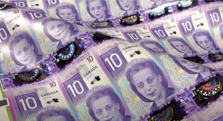10 канадских долларов
