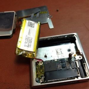 iPod Nano 6 не нажимаются кнопки. Разборка и замена шлейфа кнопок.5