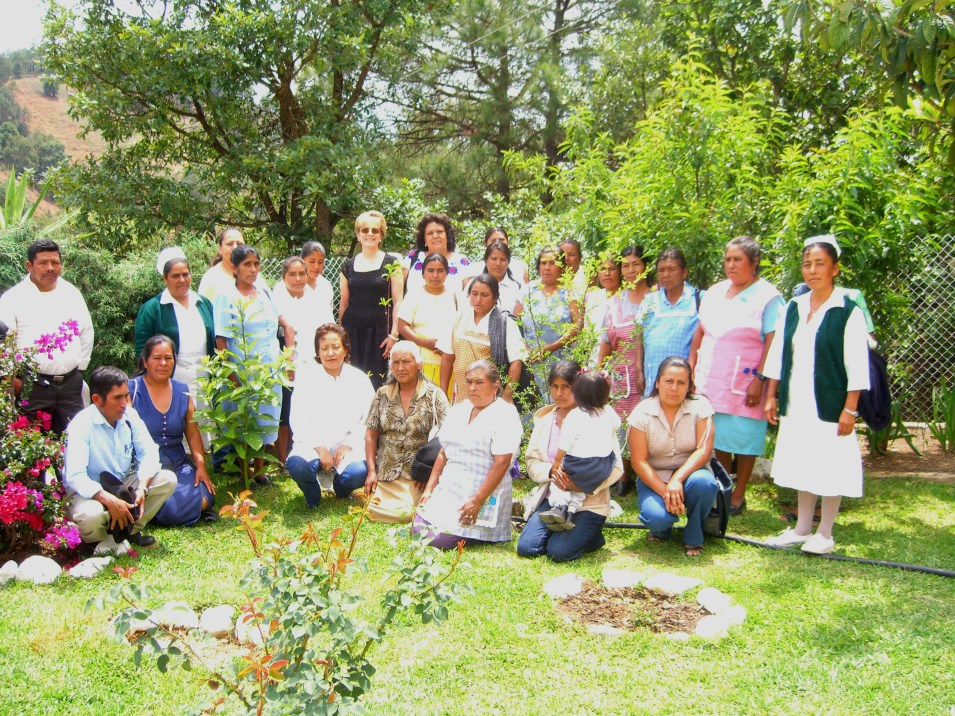 grupo en el jardin de La Herradura Oaxaca 2006 089