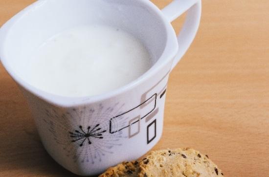 千歳飴を使ったホットミルク
