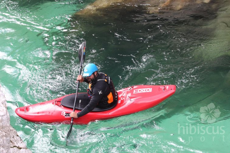 caiac-Zet-Toro-pe-raul-Soca-whitewater
