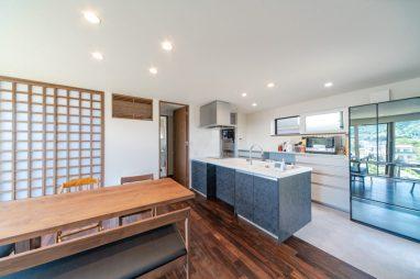 広島 高気密高断熱の注文住宅 明るいダイニング 高性能パッシブ設計