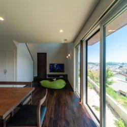 広島 高気密高断熱の注文住宅 明るいリビング 高性能パッシブ設計
