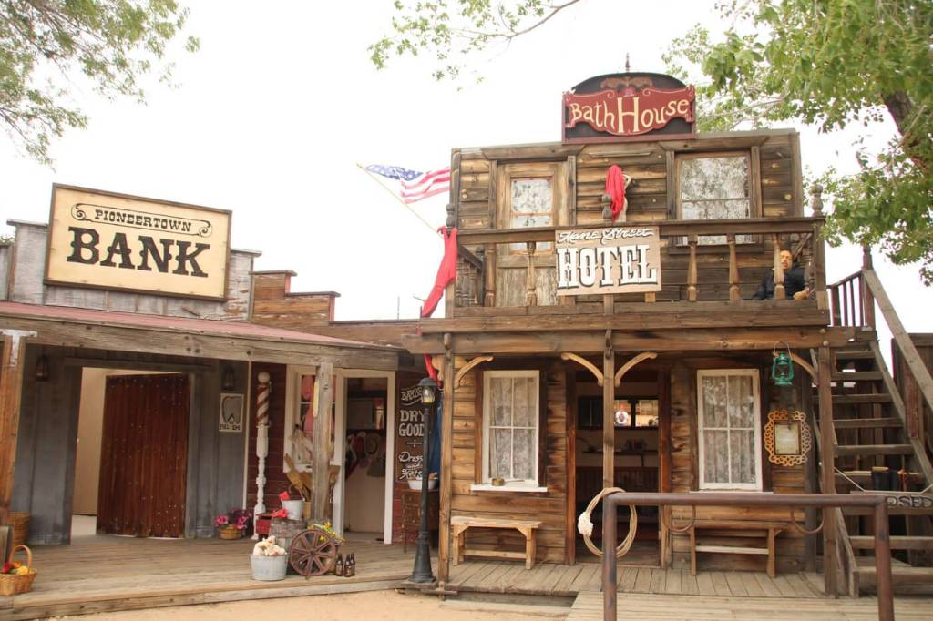 Pioneertown and Pappy & Harriets