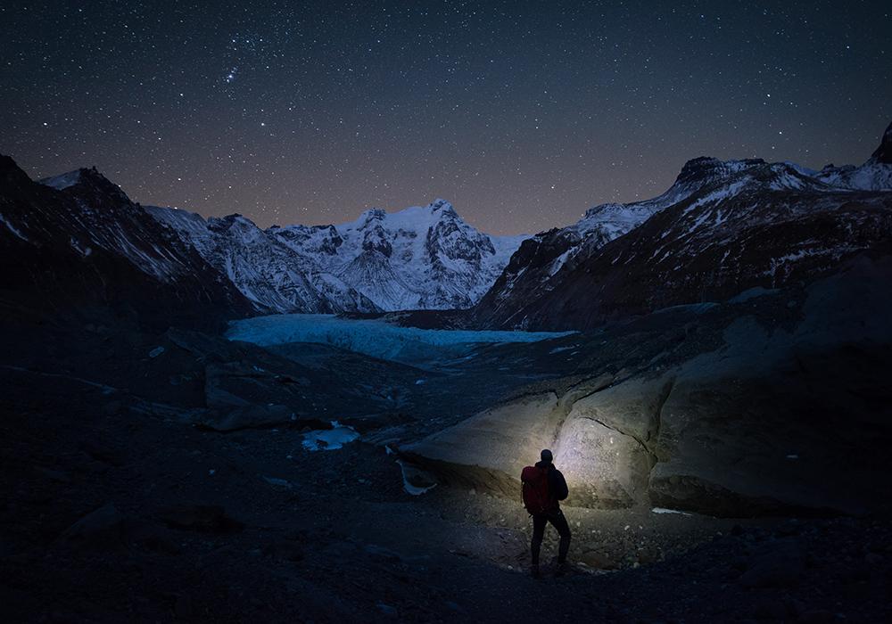 Starry sky over Svínafellsjökull glacier | Winter Lights photo tour with Tom Archer & Wahyu Mahendra | Hidden Iceland | Photo by Tom Archer