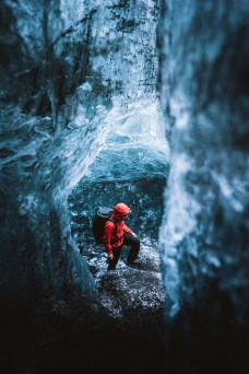 Blue Diamond Ice Cave 2020 | Local Guide + Hidden Iceland | Photo by Elliot J Simpson