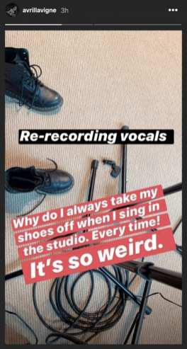 Avril Lavigne - recording vocals - Insta Story 4.8.2020 - 1