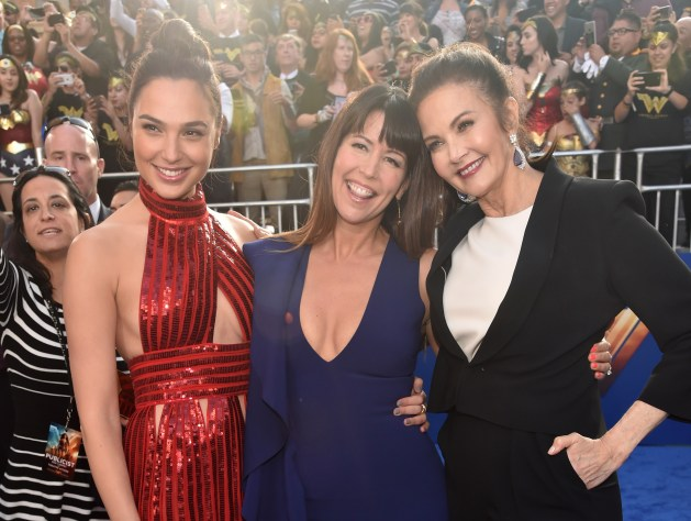 Gal Gadot, Patty Jenkins e a eterna Lynda Carter na premiere de Mulher-Maravilha.