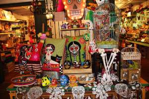 Día de los Muertos happens once a year, & is a time when the spirits of loved ones who have died return to earth to celebrate with friends and family.