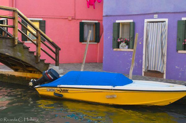 Boot auf einem der Kanäle Buranos