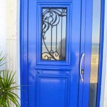 blaue moderne Tür Zypern