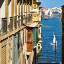 Gasse mit Meerblick in Valletta