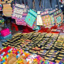 Taschen beim Nachtmarkt Luang Prabang