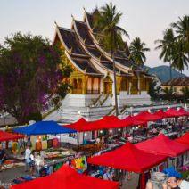 Nächtlicher Markt in Luang Prabang von oben