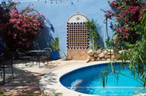 Swimmingpool in einem Patio in Mérida