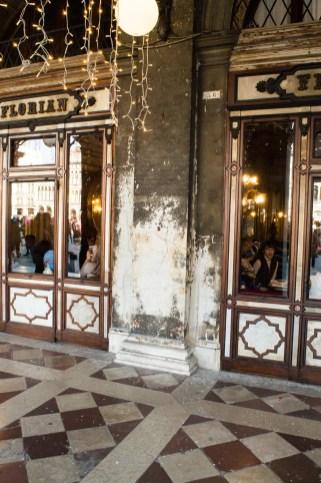 Boden vor dem Café Florian in Venedig