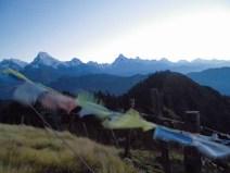 Gebetsflaggen auf dem Mohare Hill vor dem Annapurna