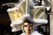 Goldenes Kostüm im Karneval von Venedig