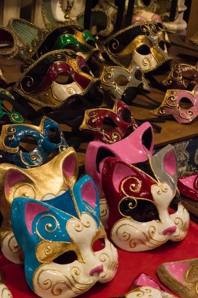 Katzenmasken bei Mistero Buffo in Venedig