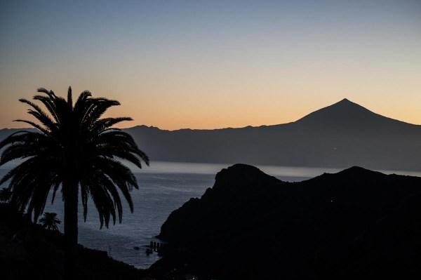 Sunrise hike with Teide views