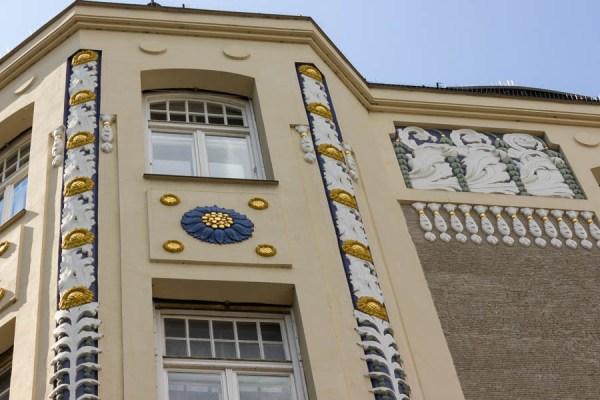 Leopoldstrasse 77 Munich oriel