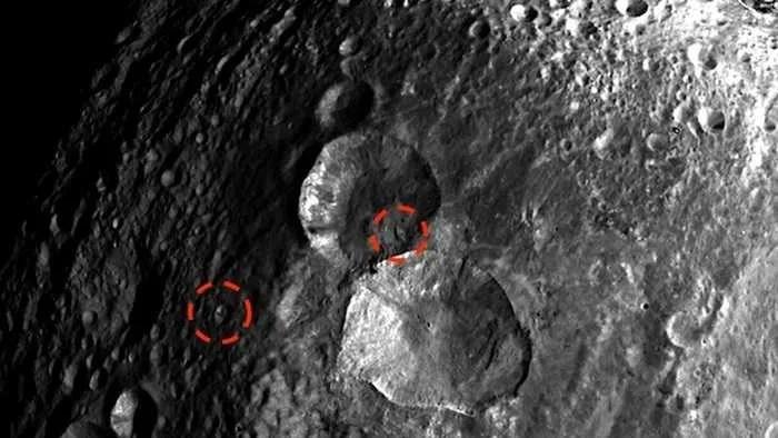 Уфологът Скот Уоринг твърди, че на повърхността на астероид Веста е открил извънземни кораби