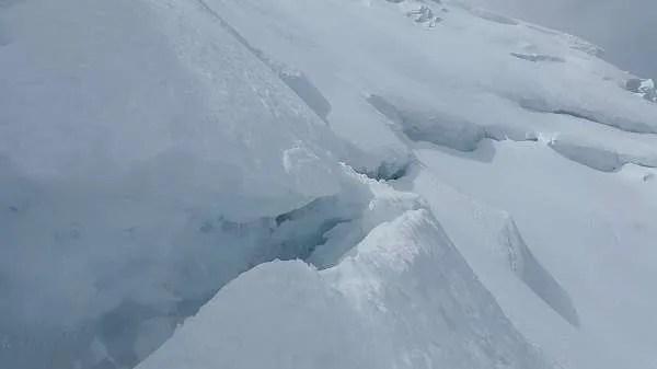В Антарктида, скоро огромен айсберг ще се откъсне от ледения шелф на Брунт