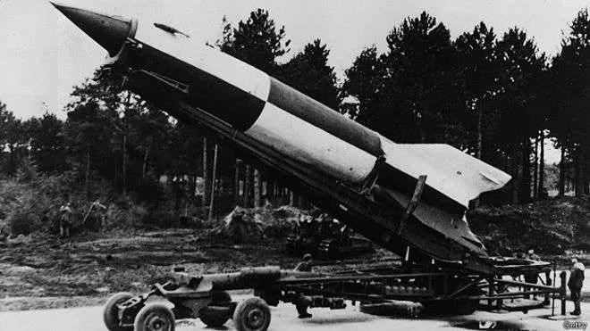 Преди 77 години ракетата Фау-2 преобръща представите ни за оръжие и война