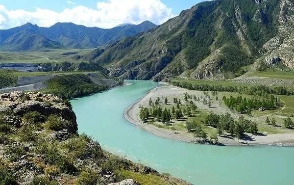 Загадката на древната каменна стена, открита до река Катун, Алтай