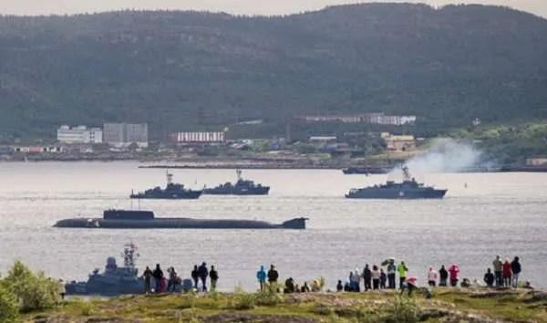 Какво се е случило на руската военна подводница Лошарик, в която загинаха 14 души