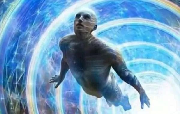 Срещи с хора от други вселени или пътешественици във времето